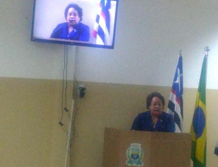 Timon: Vereadora denuncia falta de carteiras em escolas da zona rural