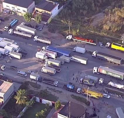 Caminhoneiros realizam protestos pelo 2º dia consecutivo