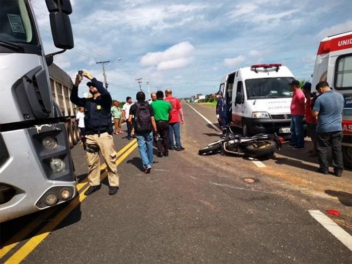 Colisão entre motocicleta e caminhão deixa um homem morto em Parnaíba