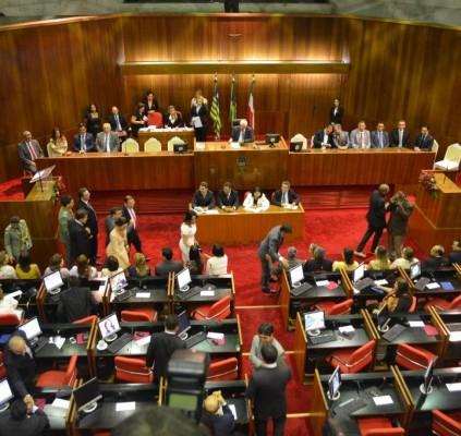 Comissão de deputados irá a Brasília pedir...