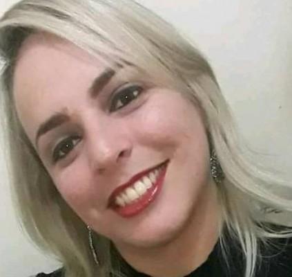 Corpo de cabeleireira encontrada morta é enterrado...