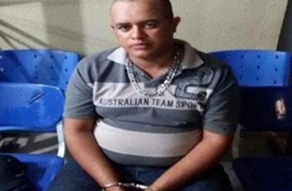 Homem é preso com arma, drogas e munições na...