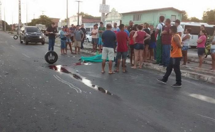THE: homem morre após colidir motocicleta em poste