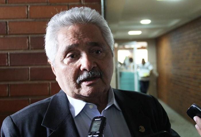Elmano diz manter candidatura mesmo sem partidos emergentes