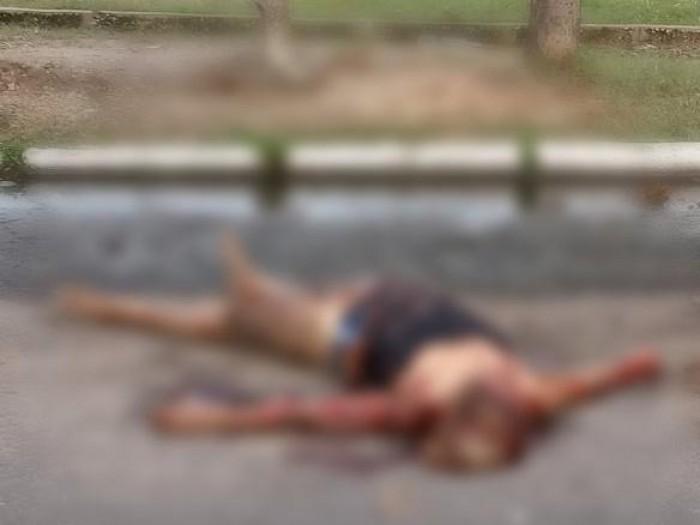Mulher é encontrada morta com perfurações e sinais de atropelamento