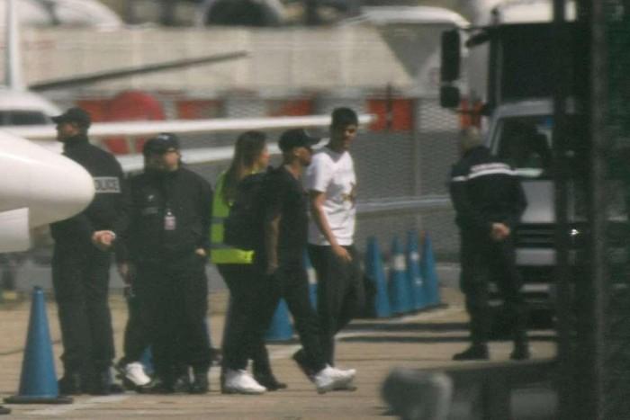 Neymar chega a Paris para encerrar tratamento de lesão