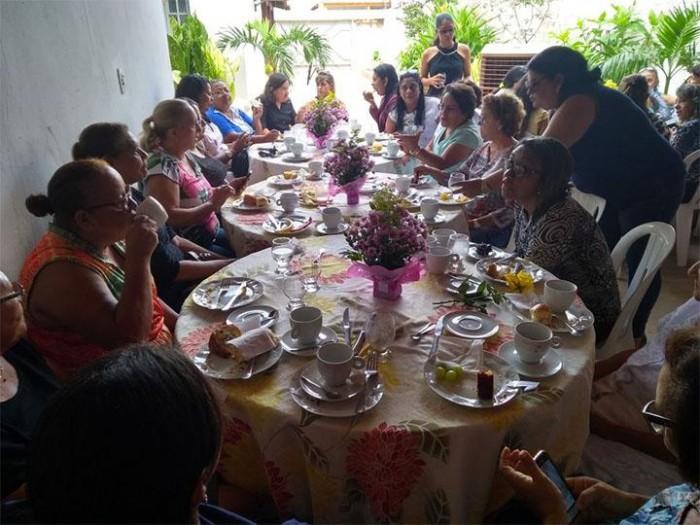 Prof. Socorro oferece café da manhã em comemoração ao Dia das Mães