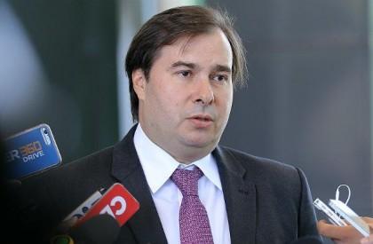 Rodrigo Maia diz que Congresso não aprovará aumento de...
