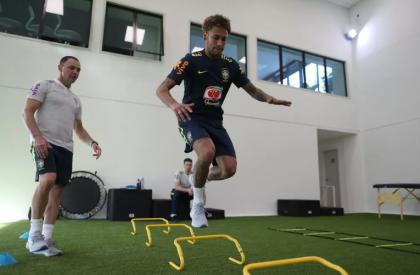 Seleção equilibra jogadores antes de treinos com bola