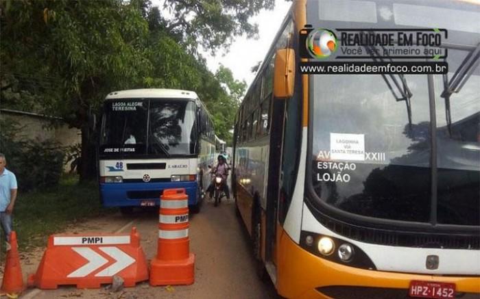 Strans realiza fiscalização e constata ônibus irregulares na PI-113