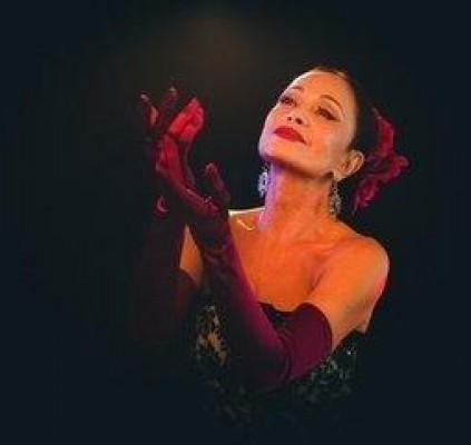 Tania Alves apresenta o show Alma Latina...