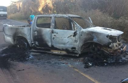 Bando rouba 3 agências bancárias e incendeia carro no sul do PI
