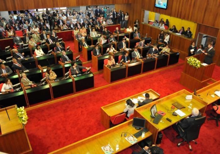 Deputados mantém vetos e não reajustam salários de servidores