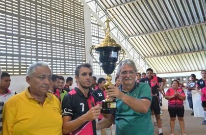 Equipe Os Cobras vence final da Copa Barrense de...
