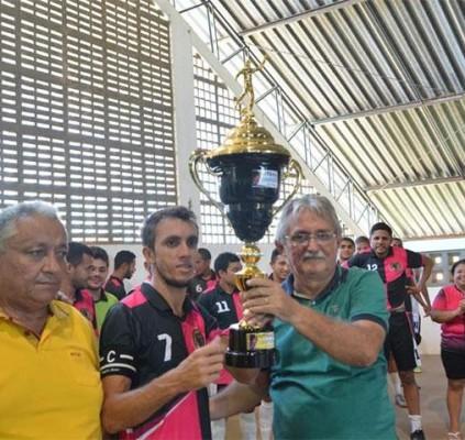 Equipe Os Cobras vence final da Copa...