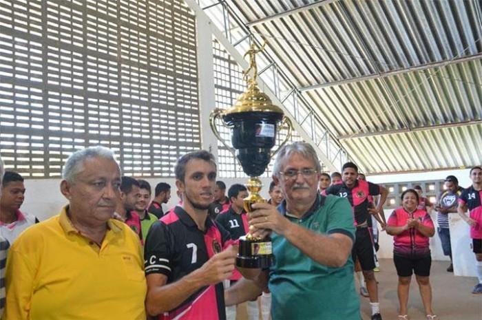 Equipe Os Cobras vence final da Copa Barrense de Futsal 2018