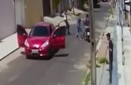 Bandidos são surpreendidos pela polícia quando faziam assalto