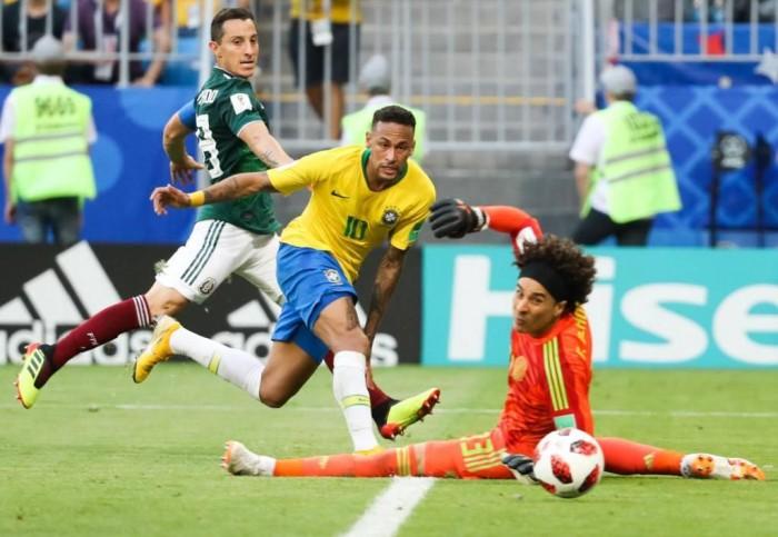 Brasil bate o México e avança às quartas de final da Copa