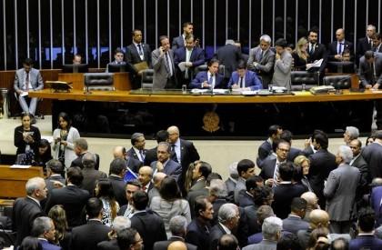 Câmara derruba proibição de reajuste a servidores na LDO...