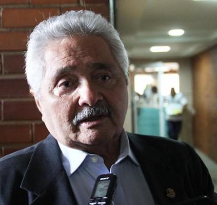 Elmano Férrer retira pré-candidatura ao governo do...