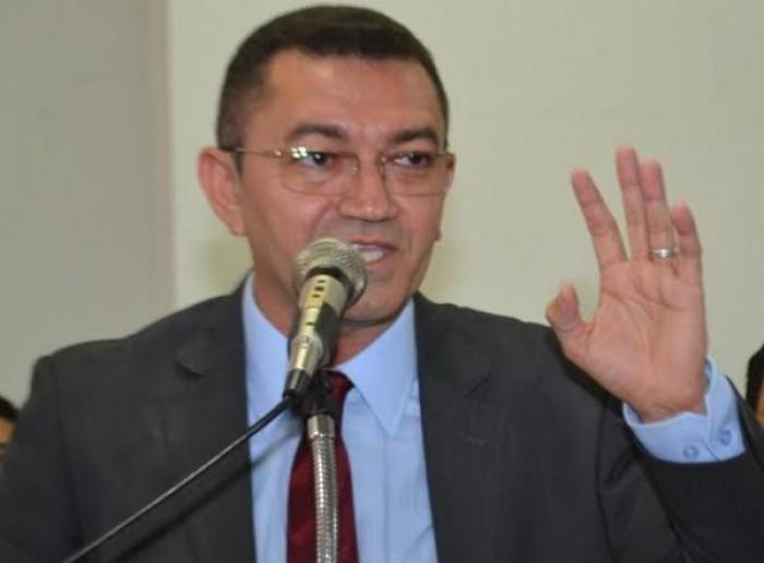 Justiça cassa mandato do prefeito de Picos, Padre Walmir