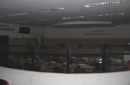 Presidente encerra sessão e gera nova confusão na Câmara de Timon