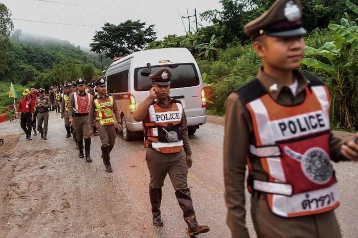 Quinto menino é retirado de caverna na Tailândia