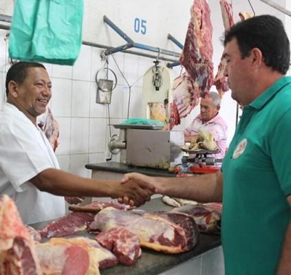 Edvan visita Mercado Público e firma compromisso...