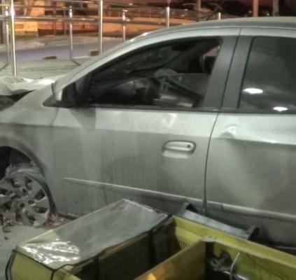 Motorista transtornado atinge posto de gasolina na...