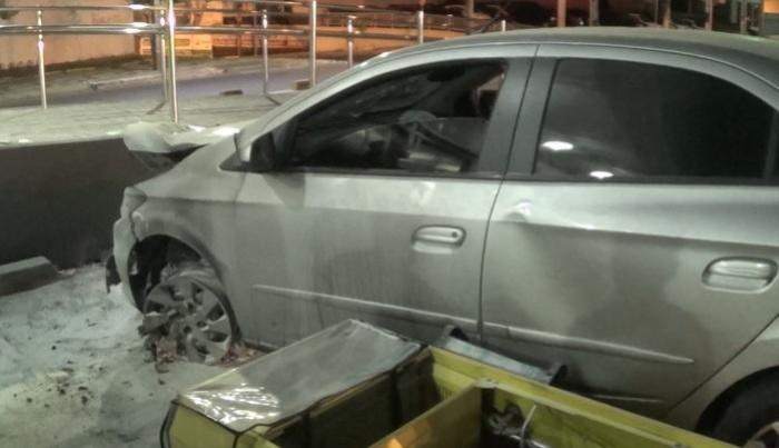 Motorista transtornado atinge posto de gasolina na Zona Sul