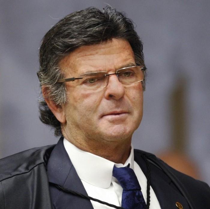 Presidente do TSE afirma em decisão que Lula é inelegível
