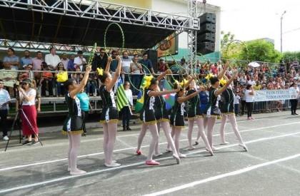 Desfile do 7 de Setembro reúne multidão em Picos