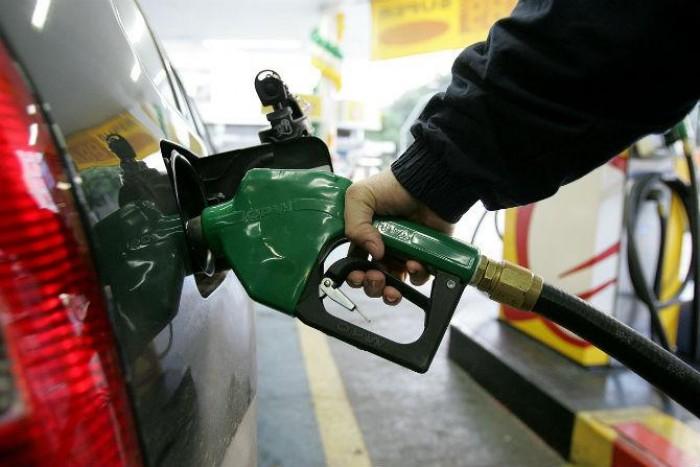 Petrobras anuncia aumento da gasolina e preço atinge recorde