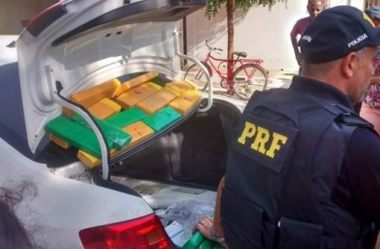 Polícia apreende drogas após perseguir carro de luxo na BR-316
