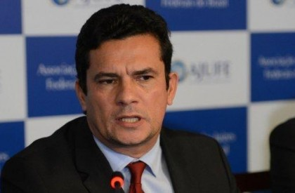 Bolsonaro diz que vai chamar Moro para Ministério da...
