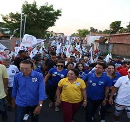 Caminhada de Professora Socorro arrasta multidão nas...
