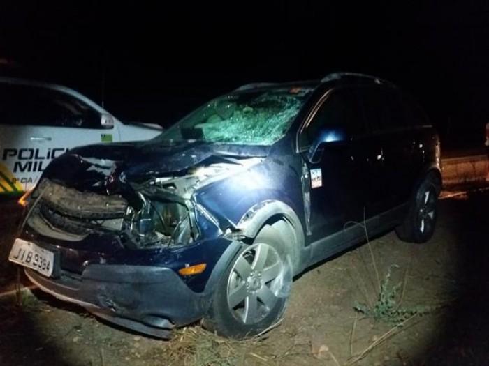Carro colide com moto e deixa dois feridos na BR-316