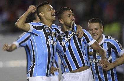 Grêmio vence na Argentina e cala torcida do River...