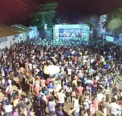 Multidão lota comício de Edvan e campanha...