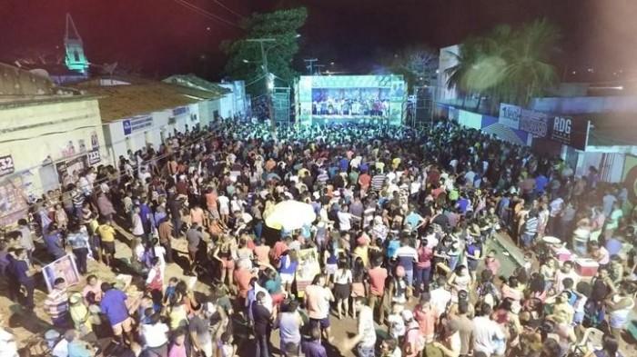 Multidão lota comício de Edvan e campanha esquenta na internet