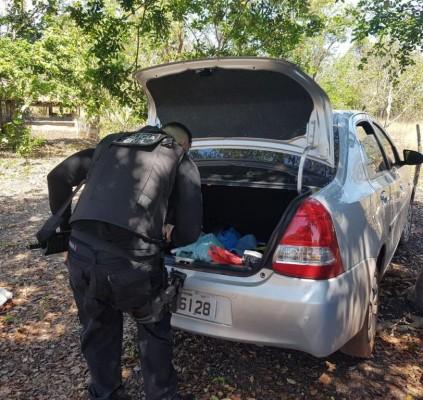 Polícia descobre sítio usado para esconder carros...