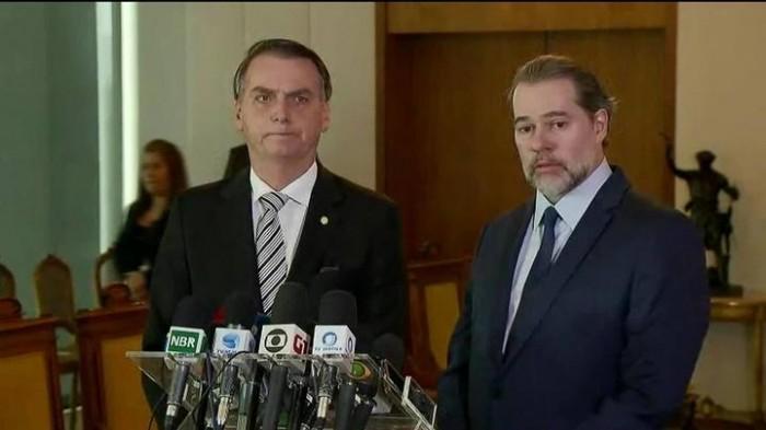 Bolsonaro pede união entre Poderes para governar