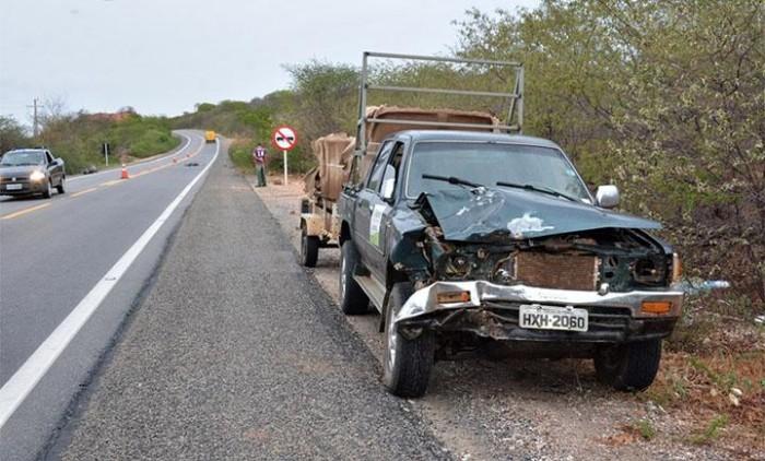 Motociclista morre após colidir frontalmente com uma Hilux na BR 407
