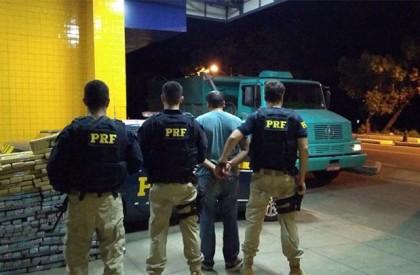 Polícia apreende 300kg de maconha e prende homem em...