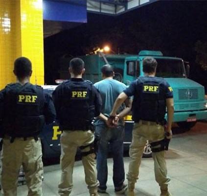 Polícia apreende 300kg de maconha e prende...