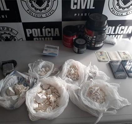 Polícia prende dois homens e apreende droga...