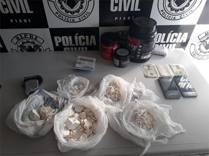 Polícia prende dois homens e apreende droga avaliada em R$ 100 mil