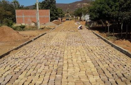 Padre Walmir anuncia investimentos de R$ 1 milhão para calçamento em Picos
