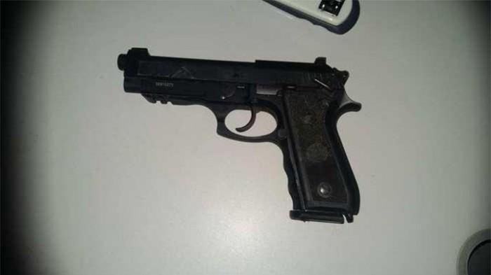 Policial é baleado e tem a arma roubada em Barro Duro