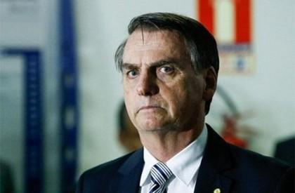 Bolsonaro assina decreto que facilita posse de armas de fogo